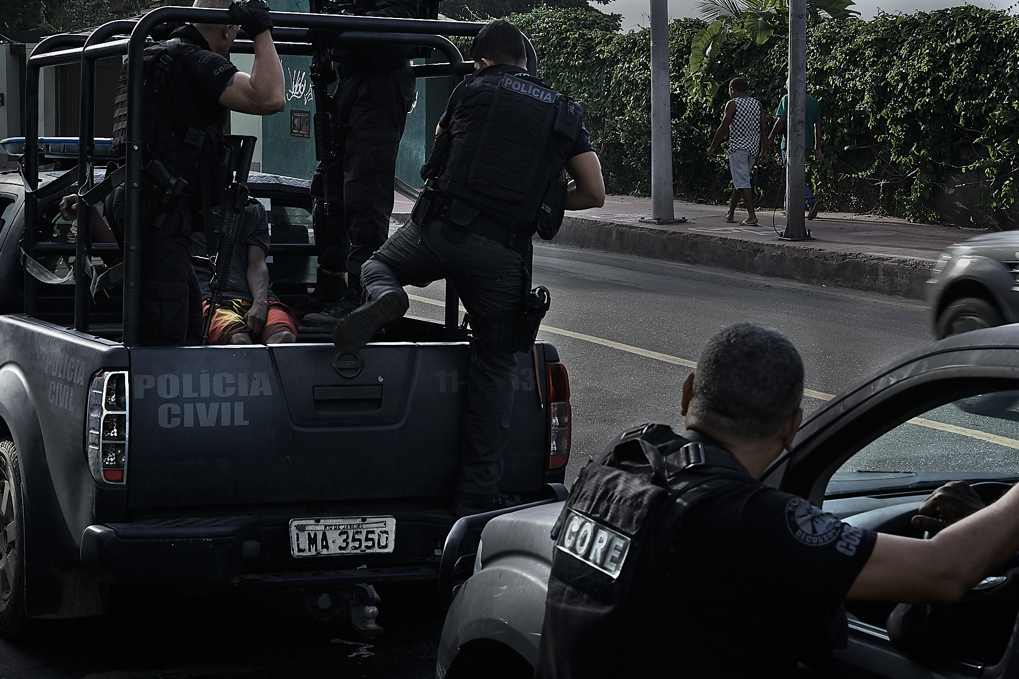 Member's of Rio's CORE special operation's unit during a search in Vidigal for wanted individuals. (Photo: C.H. Gardiner)