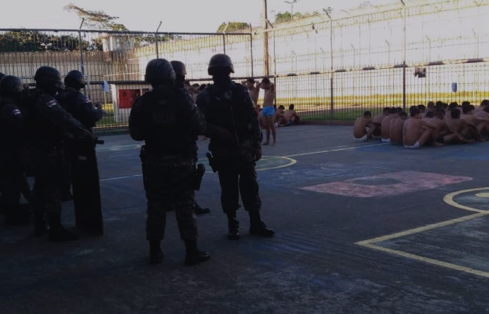 Authorities conduct a search of inmates (Photo: SEAP Amazonas Social media)
