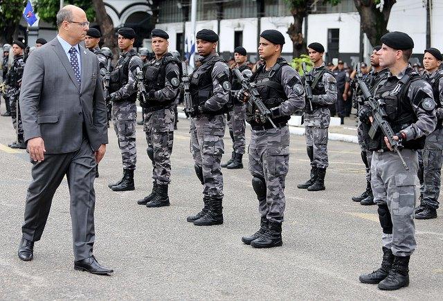 Govoernor Witzel inspects Rio's Police (Photo: Social Media)