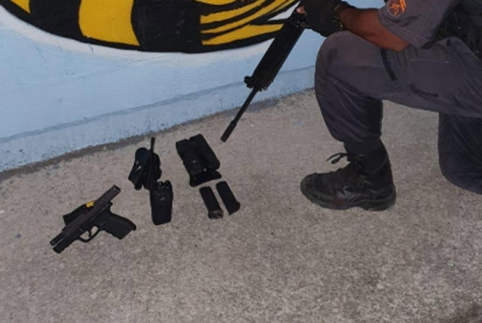 Police recovered a pistol following a shootout in Chapadão. (Photo: Police release)