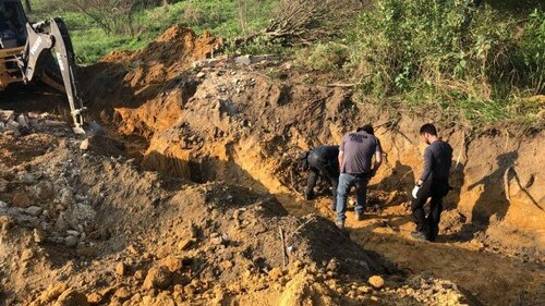 Police inspect a mass grave allegedly used by militias to dumb bodies (Photo: Police Release)