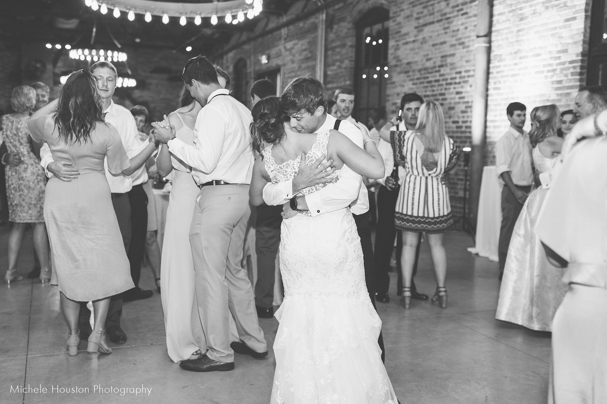 slow dance wedding.jpg