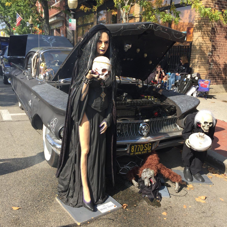 car show 2016 halloween car.JPG
