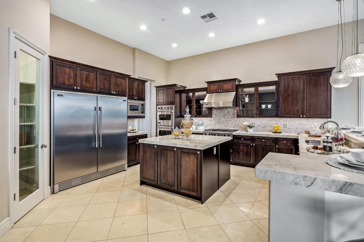 Luxury Chef's Kitchen.jpg