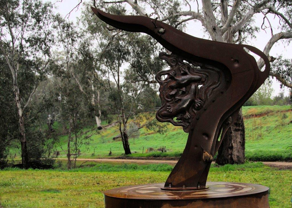 platypus sculpture Axedale.jpg