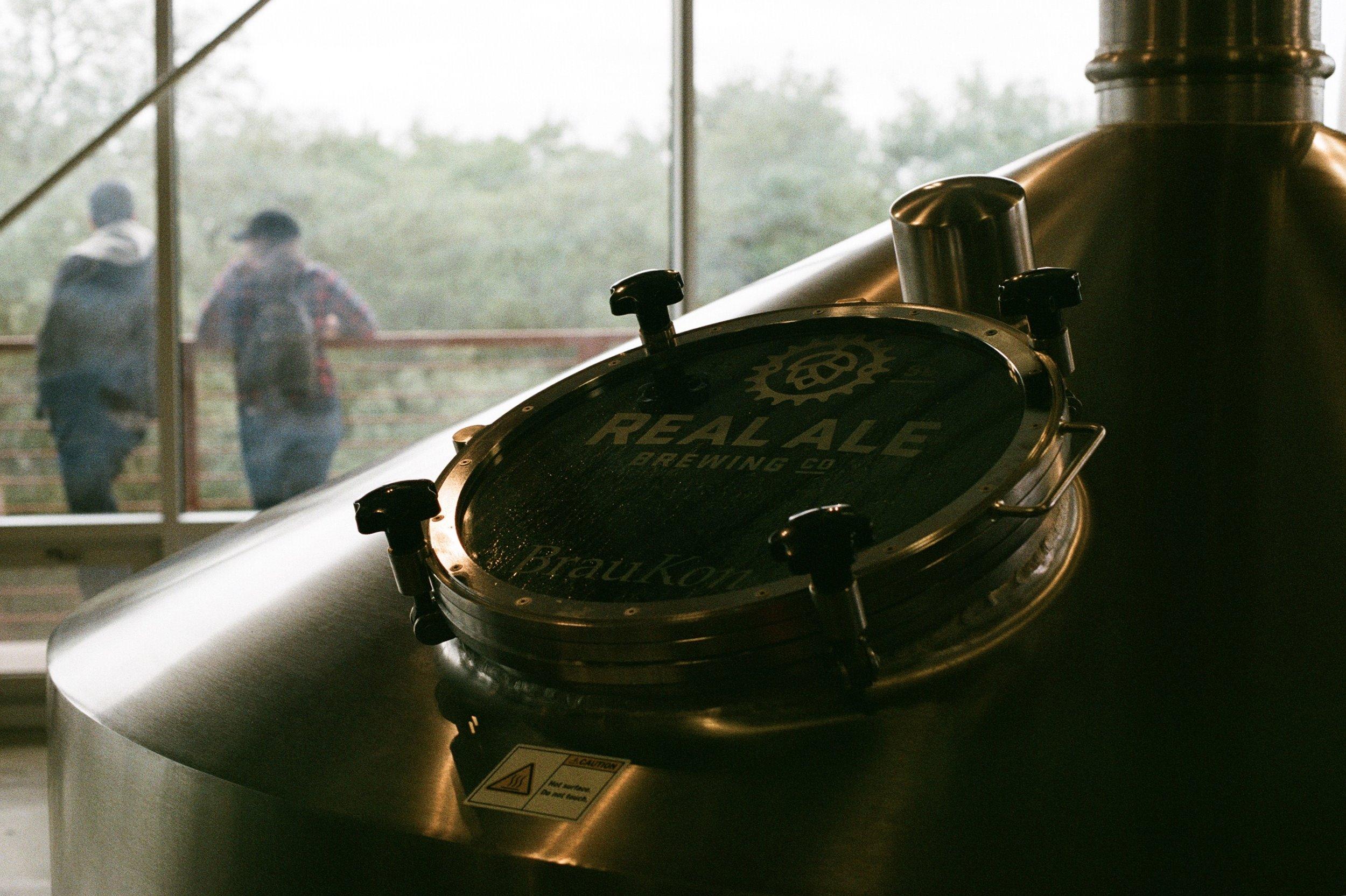 Real Ale Brewing Co.  Olympus OM-2n | Fujifilm Superia 400