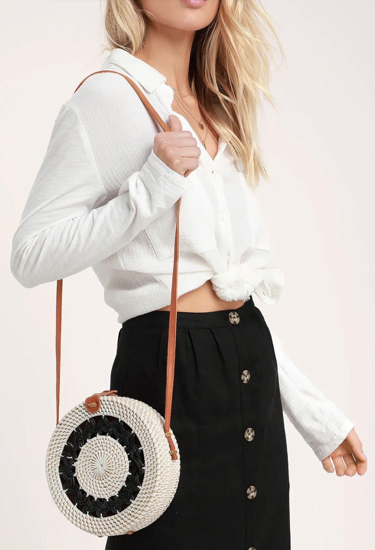 Wherever you go, go in style with the Lulus Gili Black and White Round Woven Purse! Black and white rattan shapes this woven purse with braided, cut-out inset and a circular design. Textured genuine leather shoulder strap and snap closure that opens to a roomy, fabric lined interior.