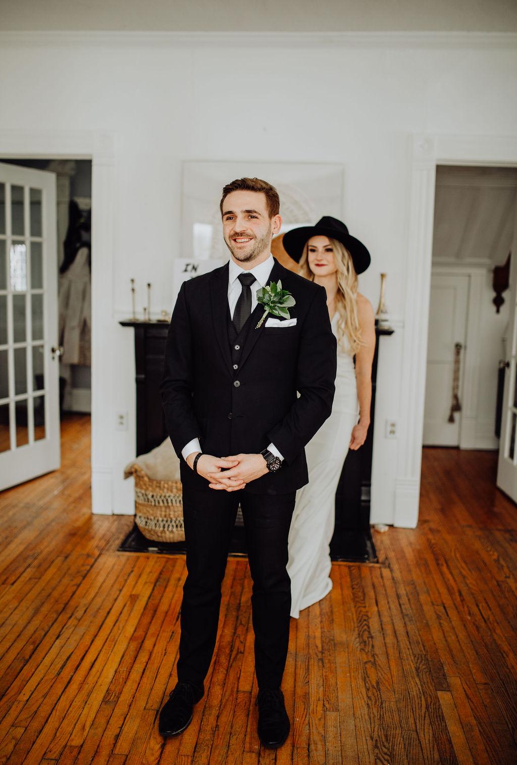 Our Intimate Courthouse Wedding First Look | Miranda Schroeder Blog | www.mirandaschroeder.com
