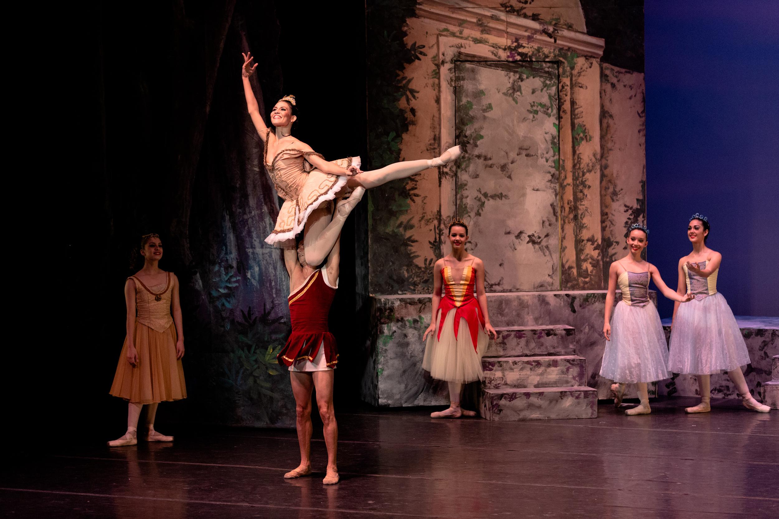 Foto por Alberik Lázaga (Balleteatro Nacional de Puerto Rico in  Sylvia ,  2015).