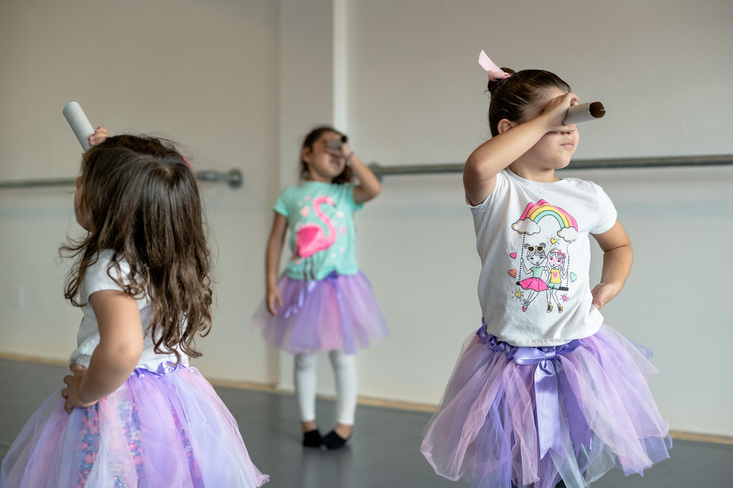 La imaginación no tiene límites en la clase de Movimiento Creativo (Baby ballet).