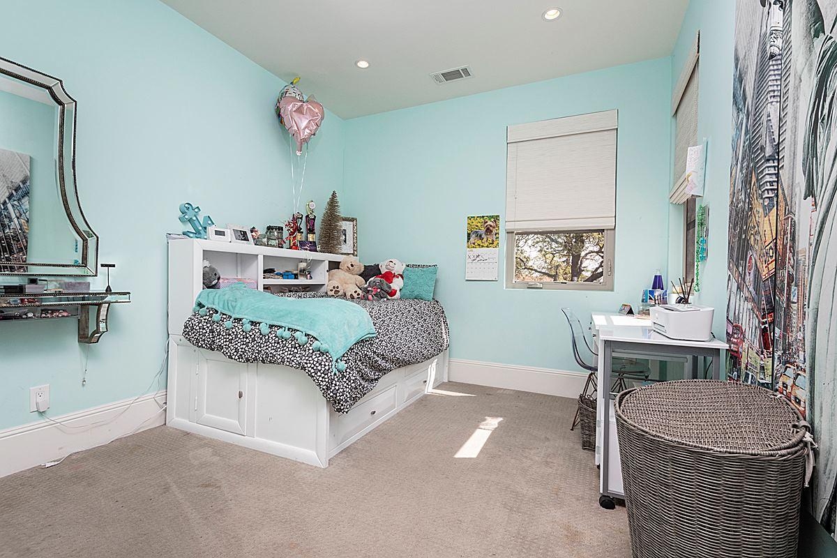 bedroom_1200.jpg