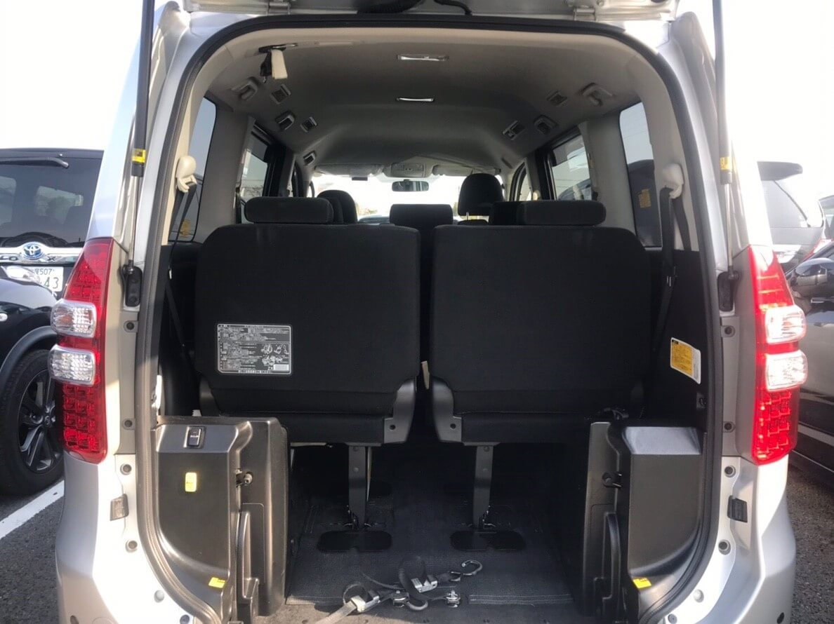 toyota-noah-inside-view-inclusive.jpg