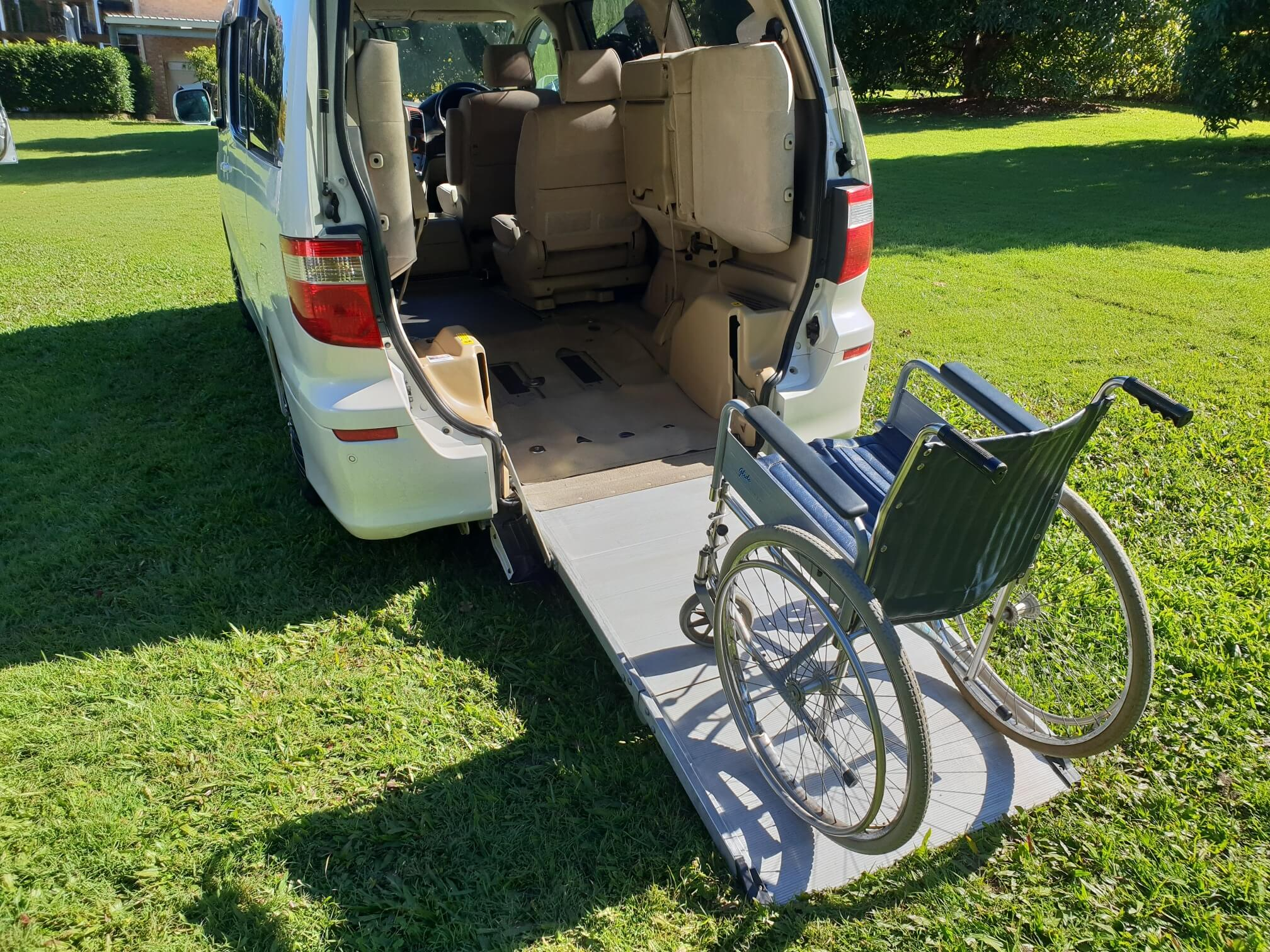 alphard-wheel-chair-ramp.jpg