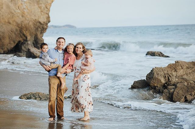 ••• This gorgeous family moved to California a few years ago and they have truly soaked in the California life! (figuratively and literally 🌊📸😄) Naturally a beach session was a must. ••• If you could take pictures anywhere, where would you go?! Tell us in the comments your dream location!