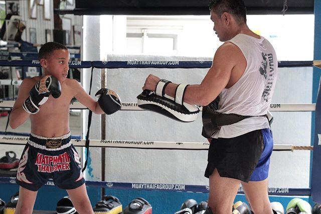 Young fighter on pads with Kru Ta 🔥 . . . #muaykhao #muaythaikids #fighter #nakmuay #fagroup #muaythai