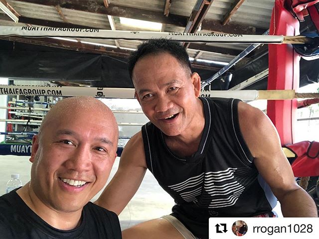 Thank you Robert visited us and learned Private training with Kru Dee 🙏🏼 @squarecirclenewyork  #Repost @rrogan1028  Awesome training session with Kru Deesel this morning at F.A. Group. His little bit English, my little bit Thai and everything hands on = great communication. Very very good instruction. Happy 🙏 📸: @bfiedorowicz  _____________________ #fagroup #clinch #knee #bangkok #infightstyle #scny #newyorkcity #muaythai #thaiboxing #elbow #squarecirclenewyork #scnytrainingcenter