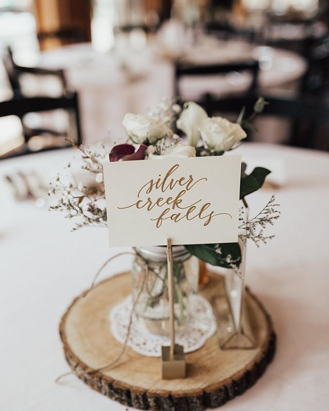 I don't think the ol' rustic look will ever get old. 😍 #yuenmay4ever 📸: @ep____weddings
