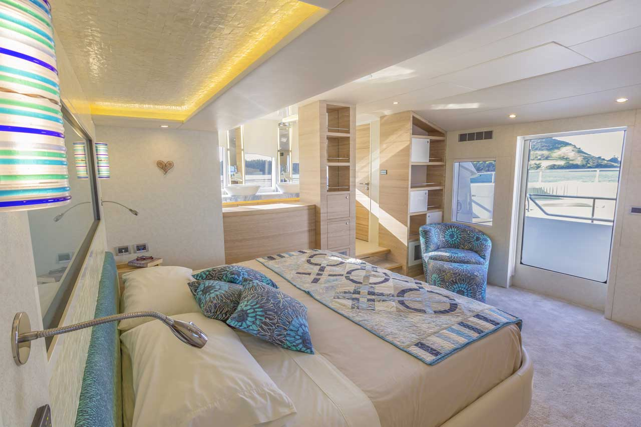 The voluminous master cabin utilises a contemporary layout that emphasize views across Samaras substantial beam