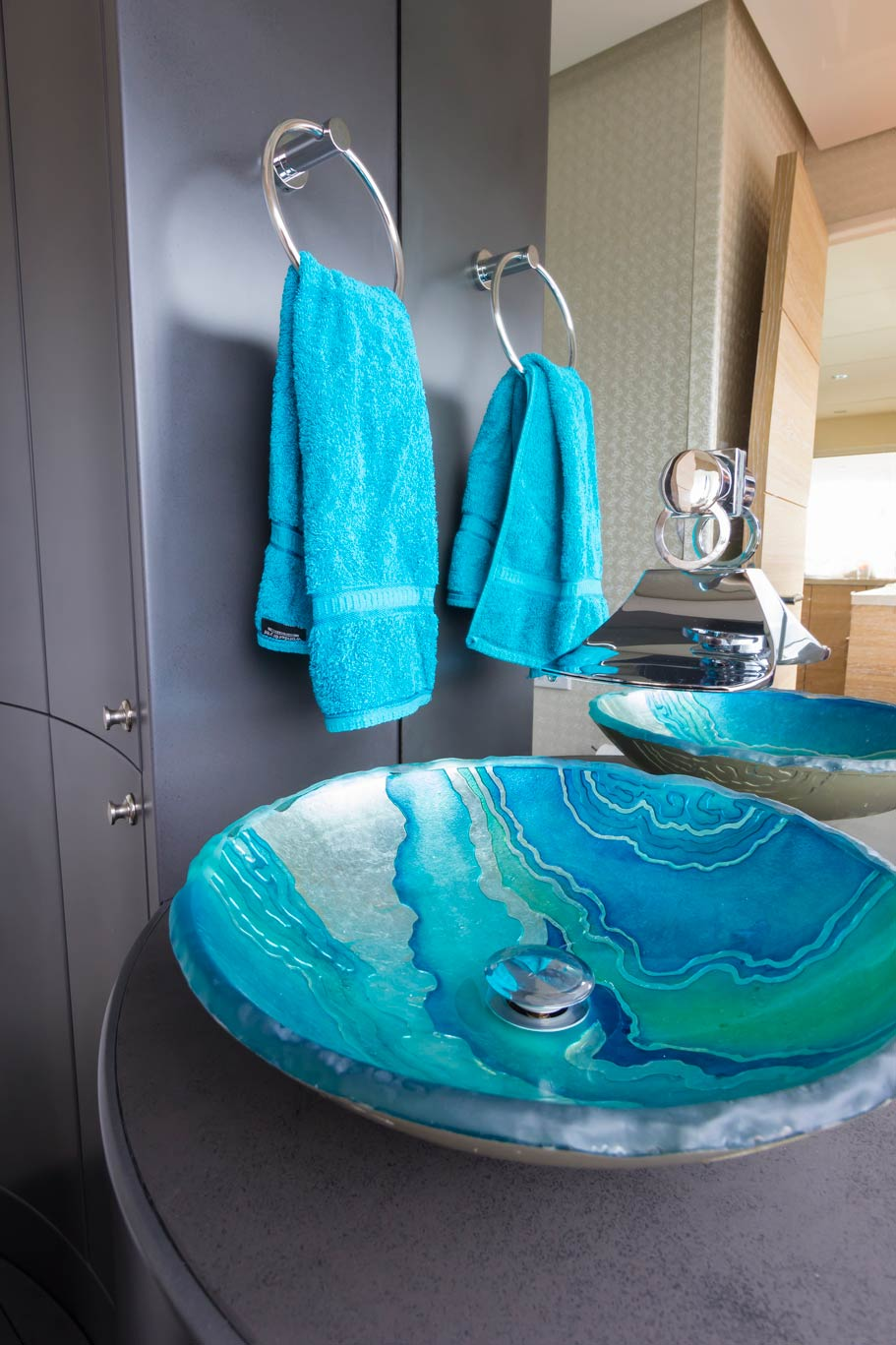 The dayhead on the main deck adds splash of oceanic colour to the salon with a pearlescent basin