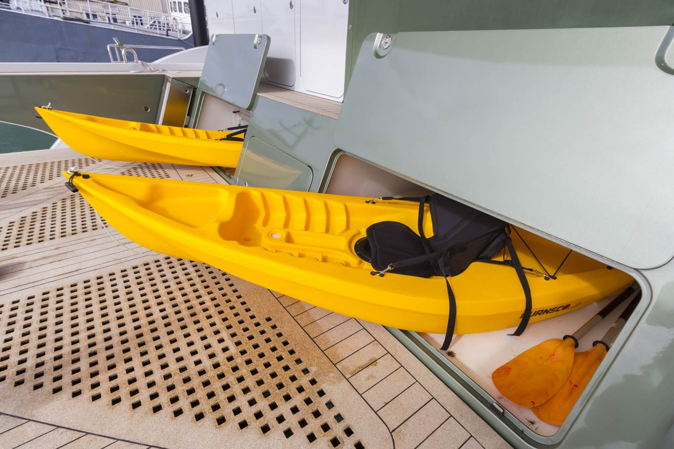 Dual kayak lockers concealed in the transom face store two kayaks up to 5m in length, creating the opportunity for adventures at a more relaxed pace