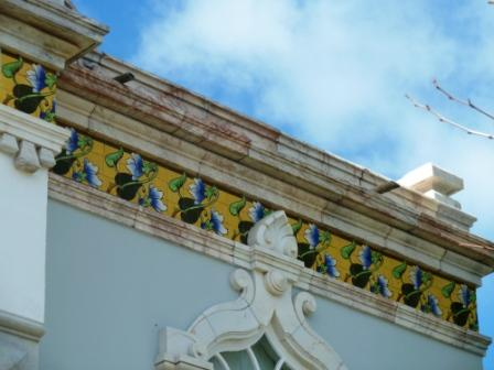 One grand house celebrating tiles and local marble in Estremoz