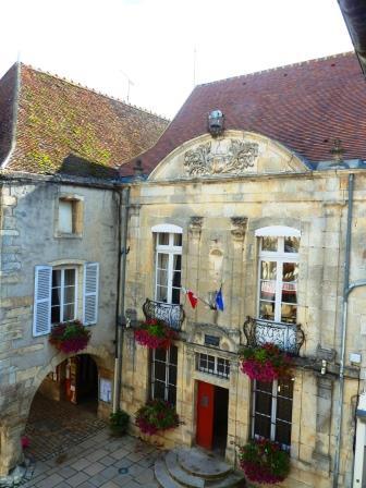 L'Hôtel de Ville (Town Hall), Noyers, photo J. Cook