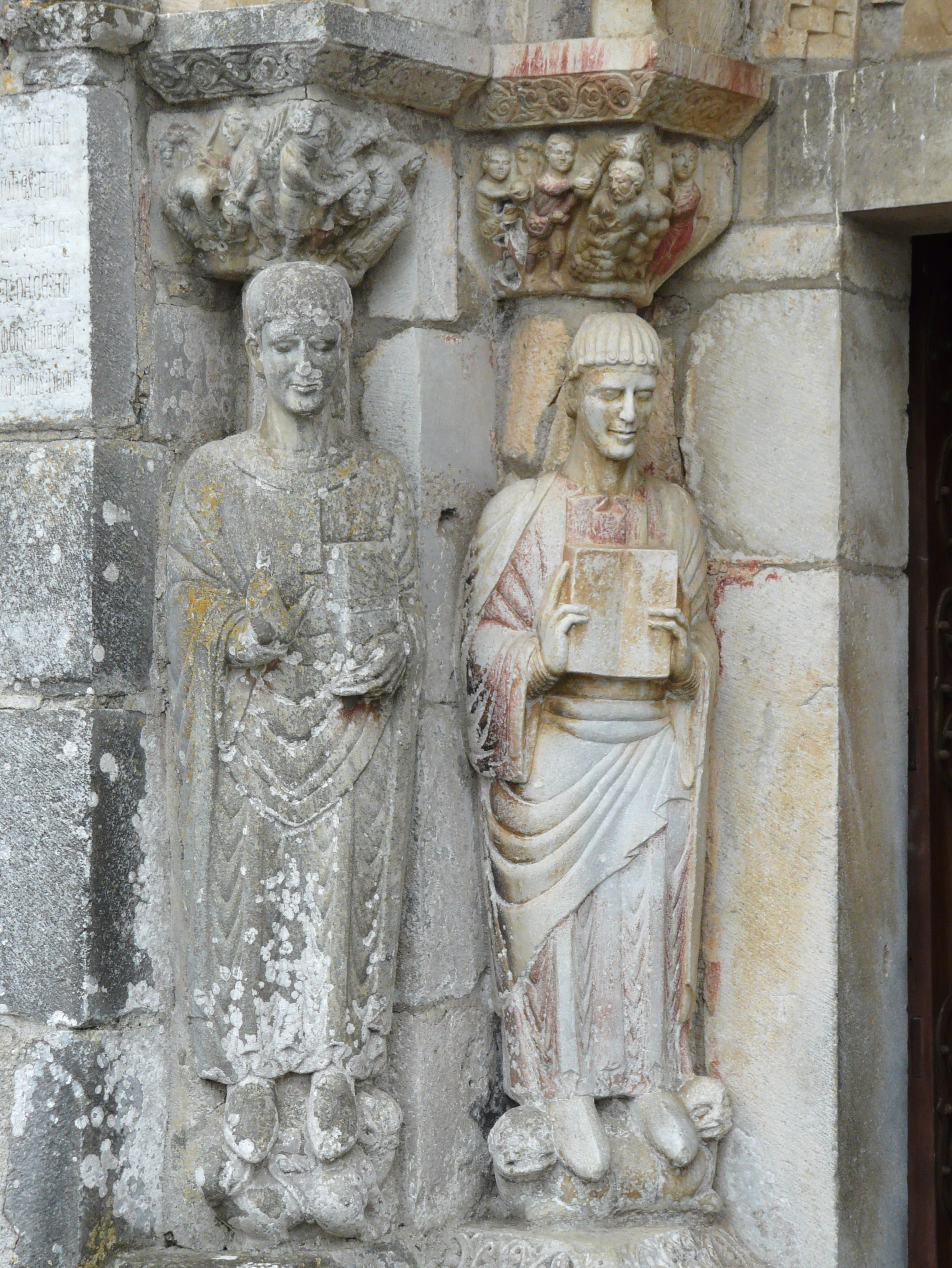 Saint-Just de Valcabrère, entrance, side column