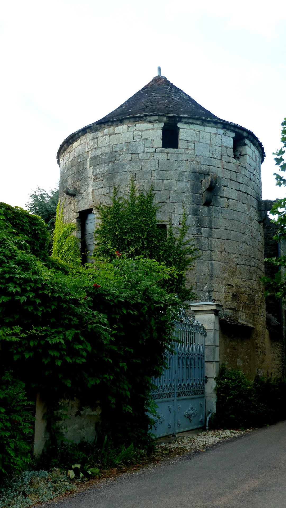 Ancient tower guarding Noyers, photo J. Cook