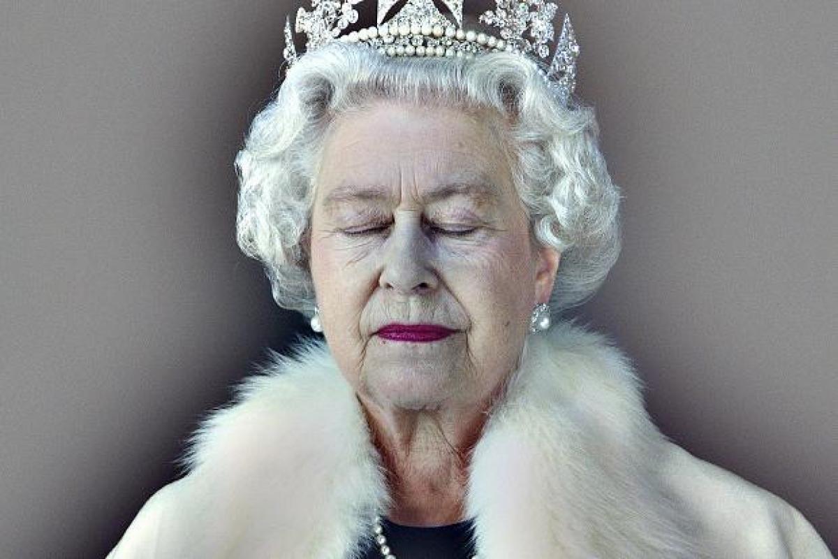 Queen Elizabeth II, hologram, Chris Levine