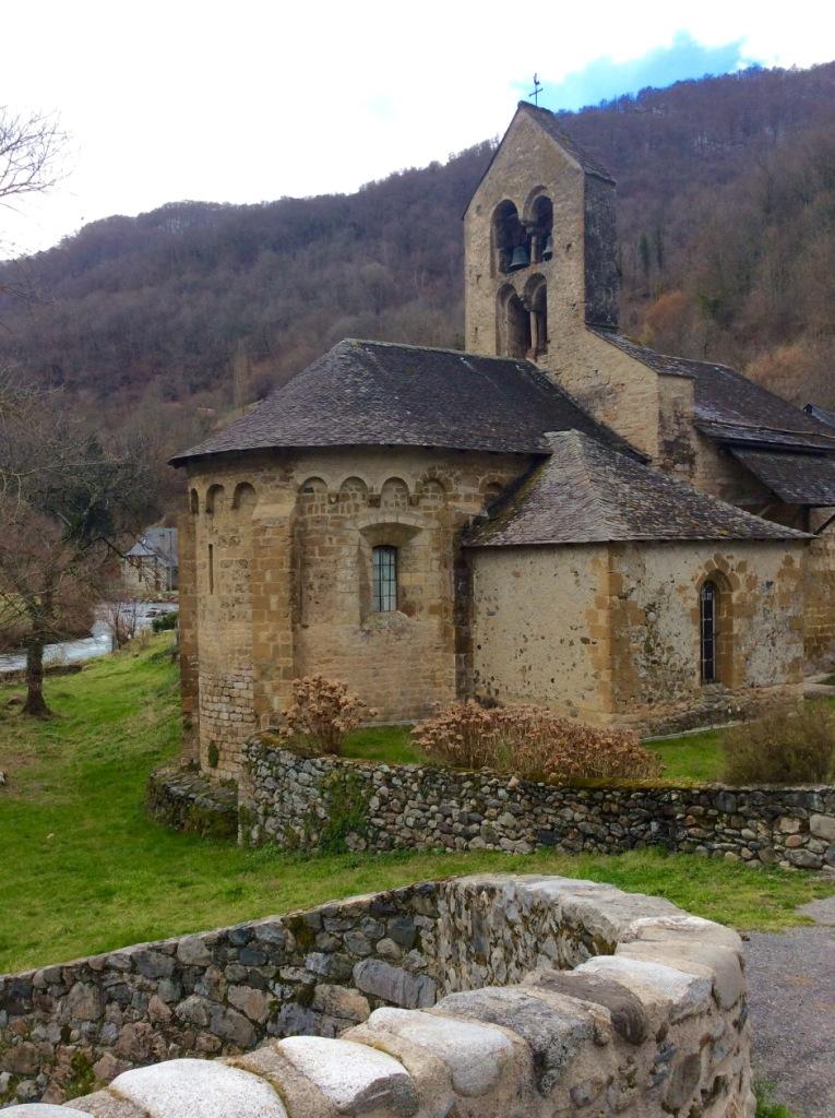 Les Bordes-sur-Lez, Chapel, from arched bridge, photo J. Cook