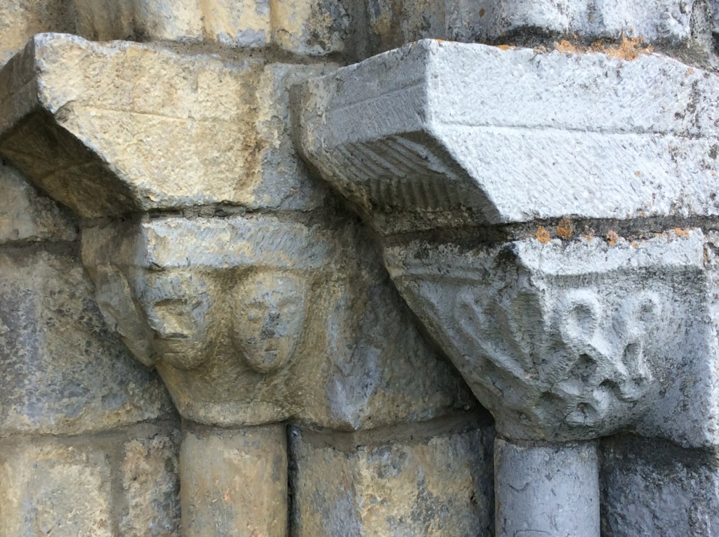 Luzenac-sur-Moulis-Templars-faces-ND-de-lAssomption-1.jpg