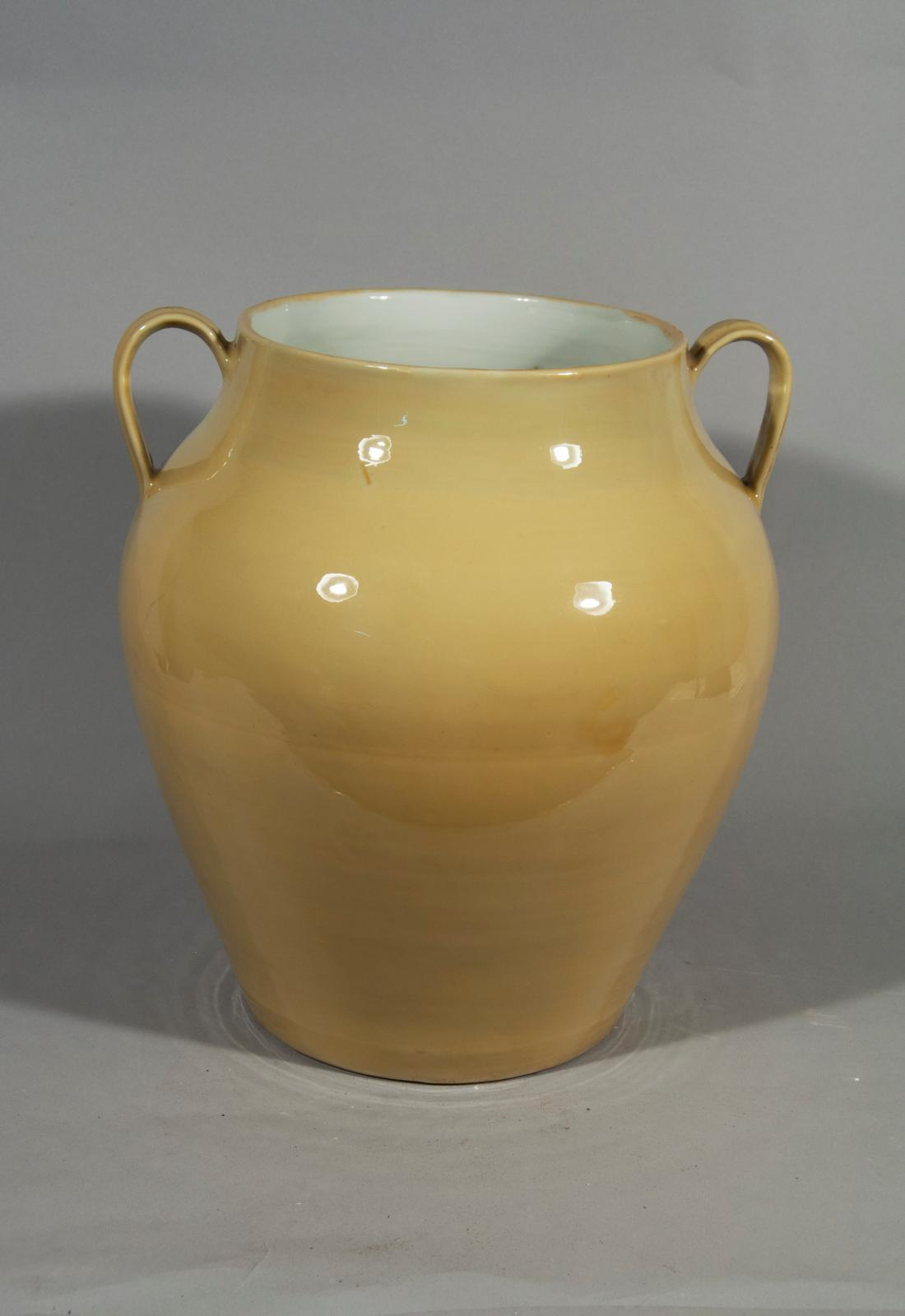 Early Ming jar, its lid in form of a lotus leaf. Vessels of thisyellow-gold were reserved for the Imperial court. (Image courtesy of the Nanjing Museum)