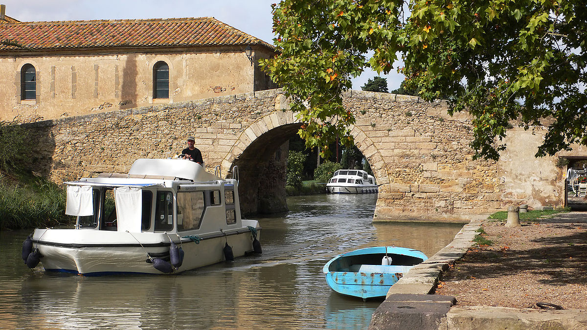 Bridge over the Canal du Midi at nearby Le Somail (image courtesy of  Peter Gugerell , Vienna, Austria)
