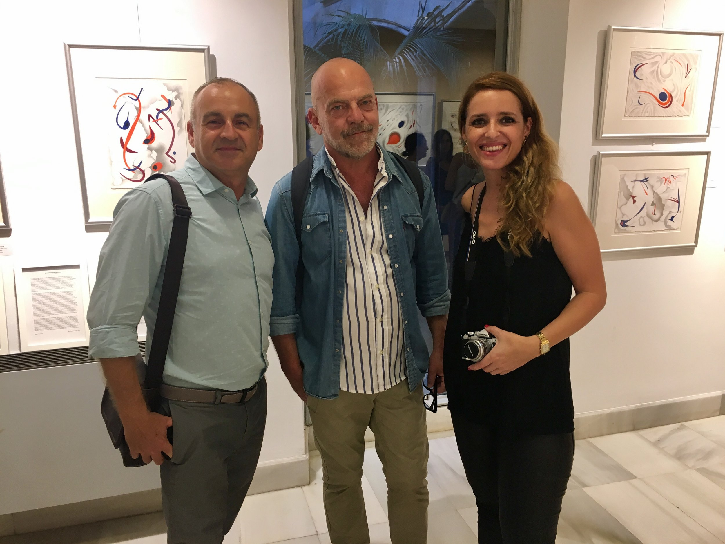 To the right, Pilar Pujol, curator of the exhibition at the FundaciónBarceló, Palma