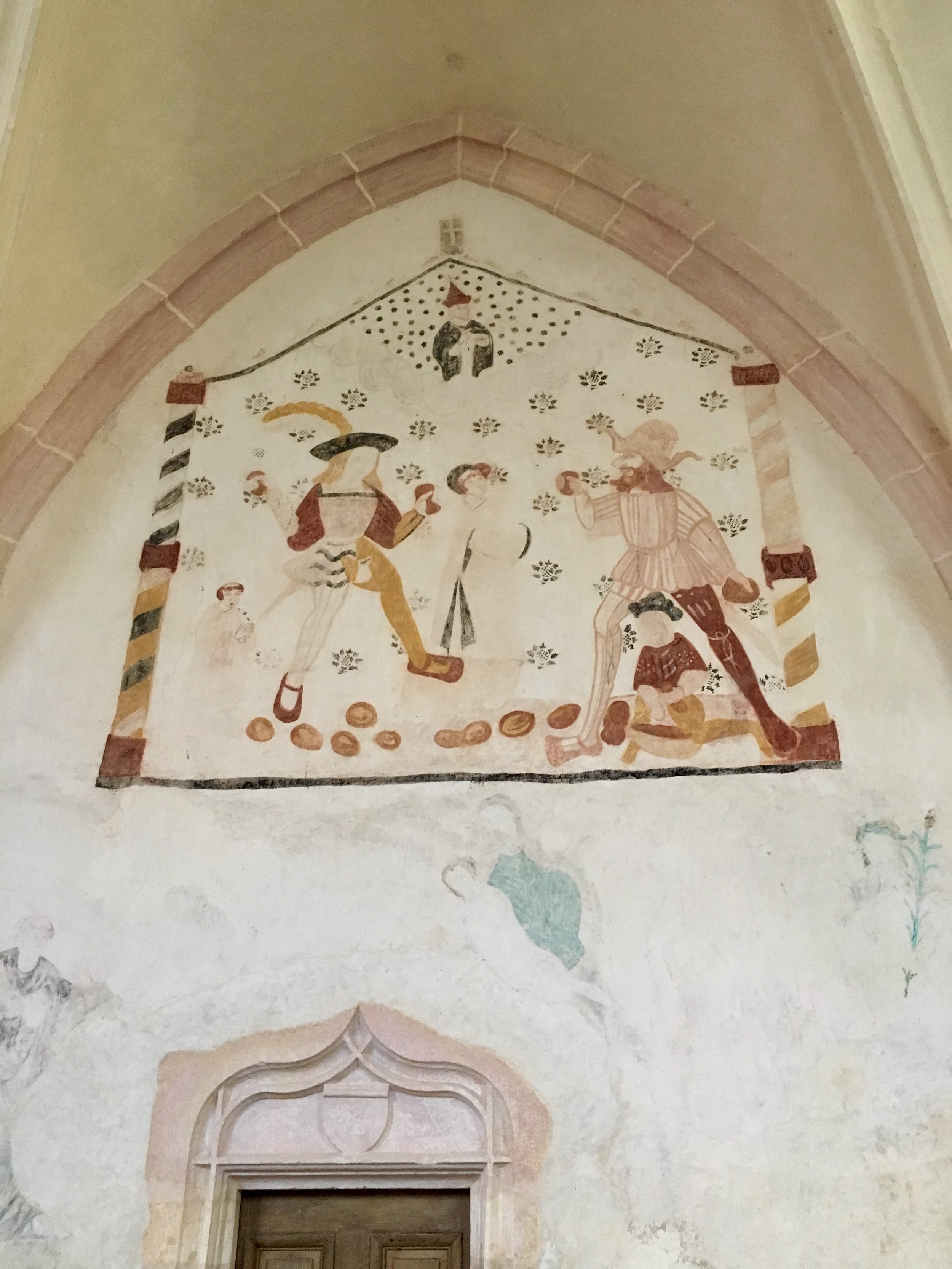 A later ochre fresco in the choir, 16th-17th century,  Eglise St. Pierre (photograph J. Cook)