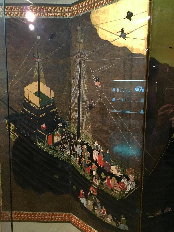Detail of Portuguese ship. Namban screen. Attributed to Kano Domi, Japan, 1593-1602, Monoyama Period, tempera on paper, gold leaf, silk, lacquer, metal. Museu de Arte Antiga, Lisbon. ((Photograph J. Cook)