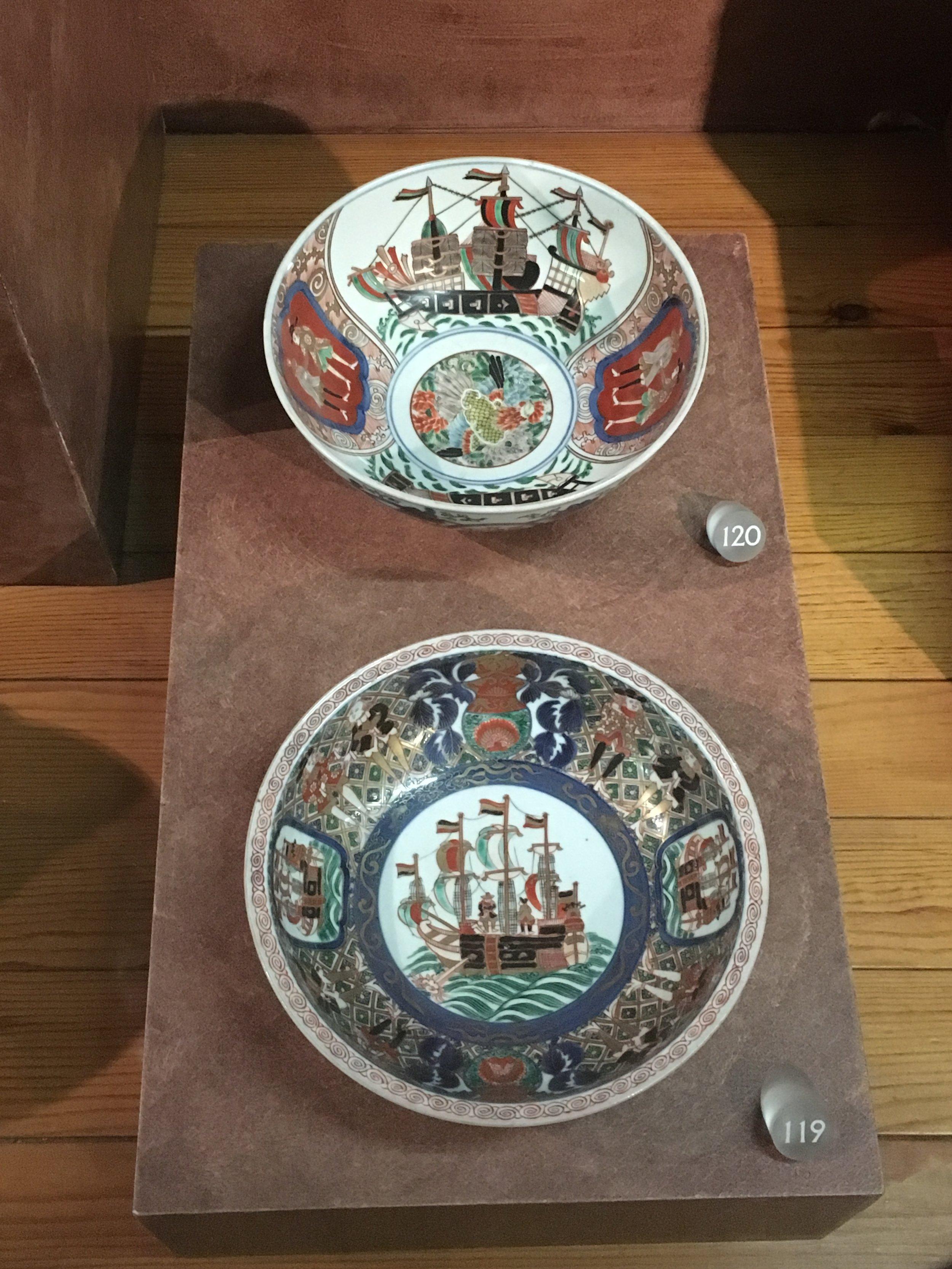 Two Japanese Arita porcelain bowls, XVIII century. . Museu de Arte Antiga, Lisbon. ((Photograph J. Cook)