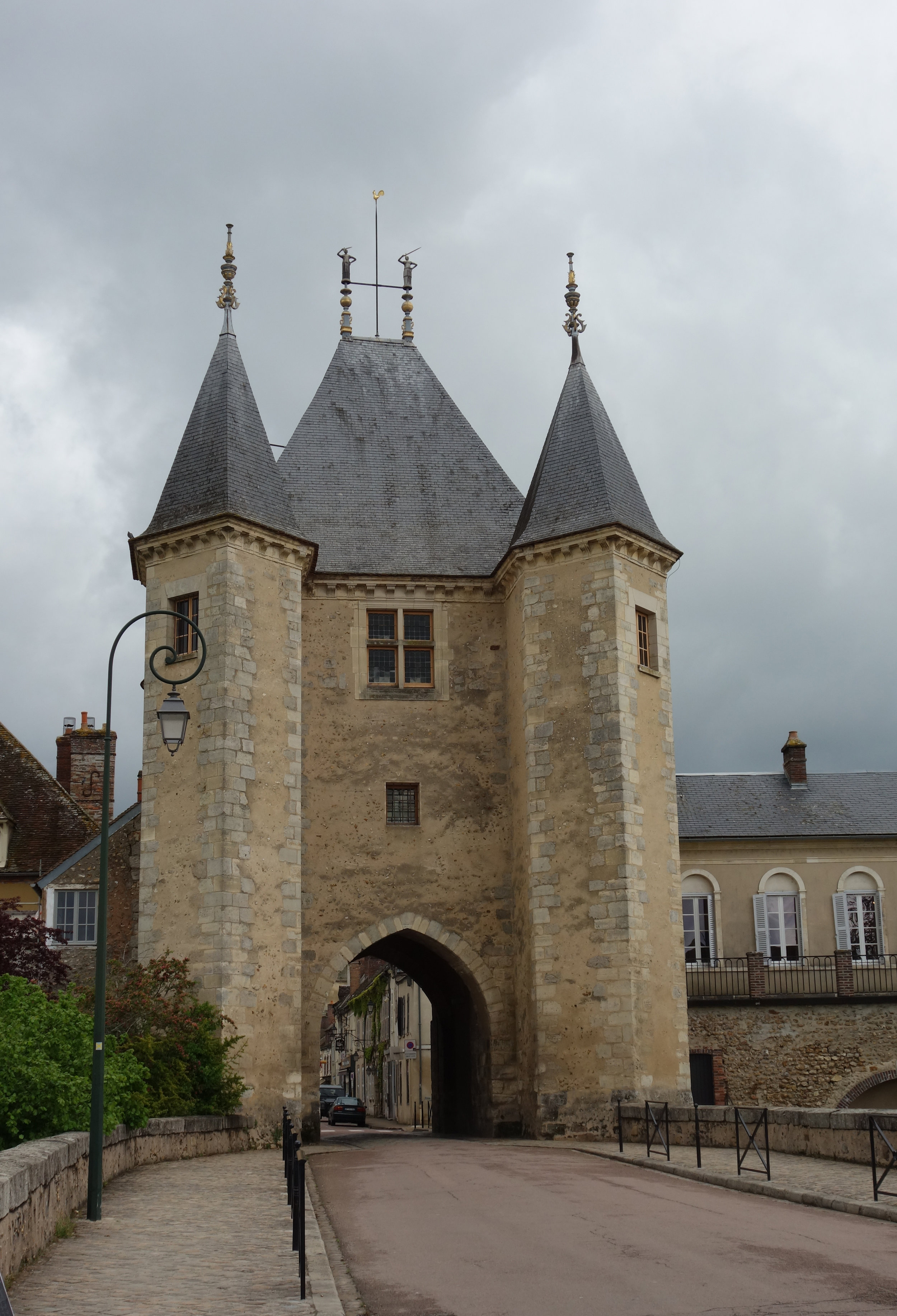 The entrance to Villeneuve-sur-Yonne, with the Museum in the right hand building. (Photograph courtesy of Michelle Anderson)