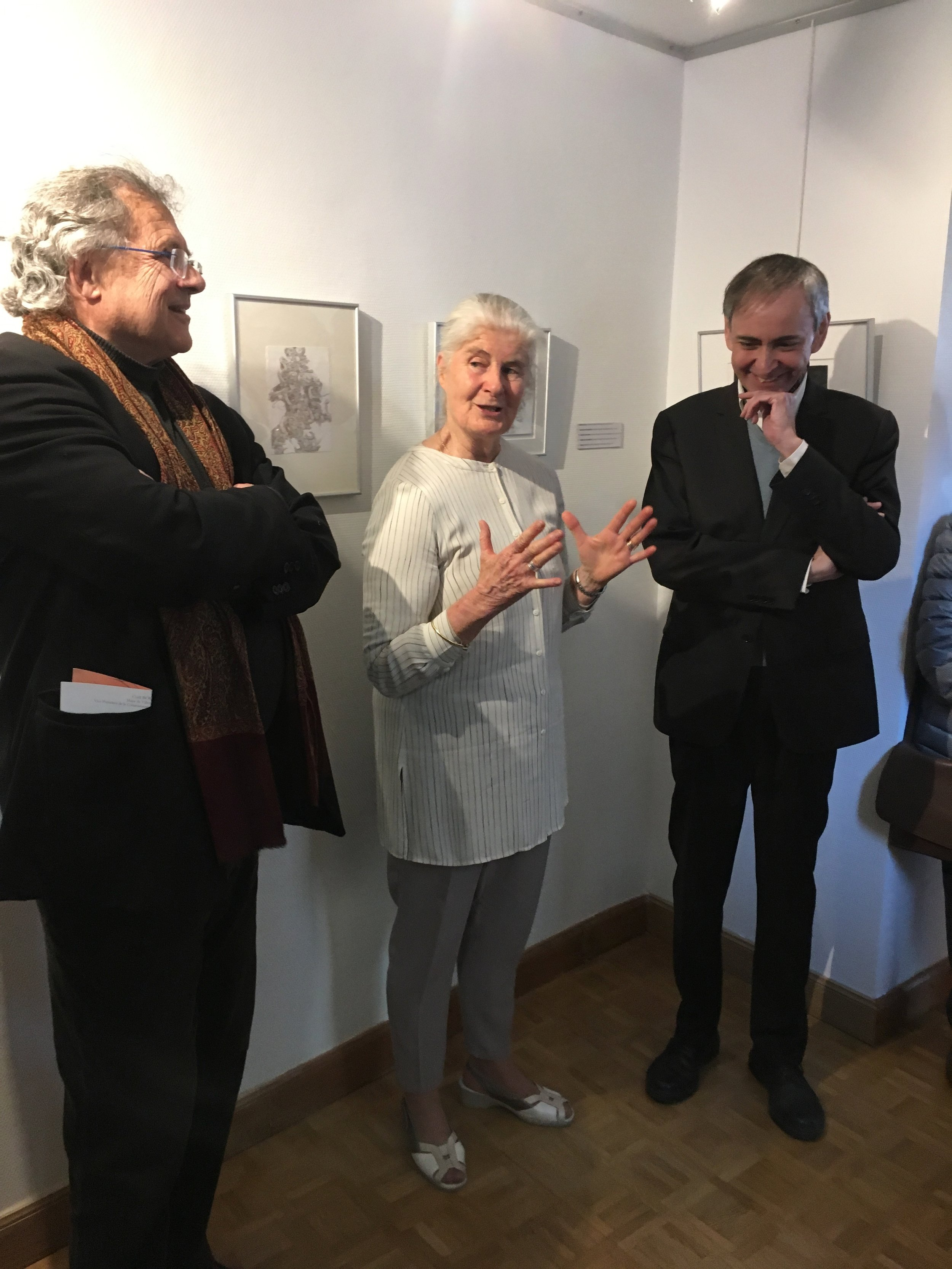 Talking about my drawings and exhibiting at the Musée-Galérie Carnot (Photograph courtesy of Michelle Anderson)