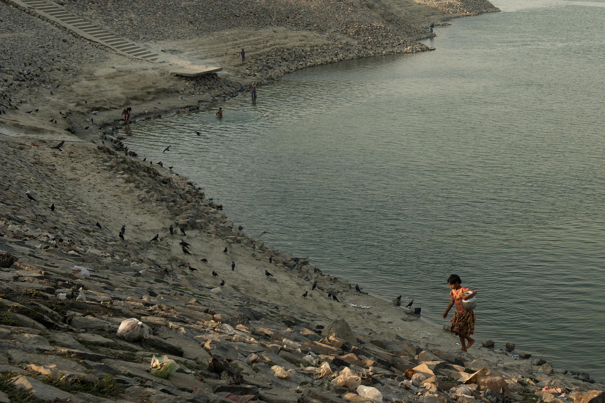 Dhulian_refugees_water2.jpg