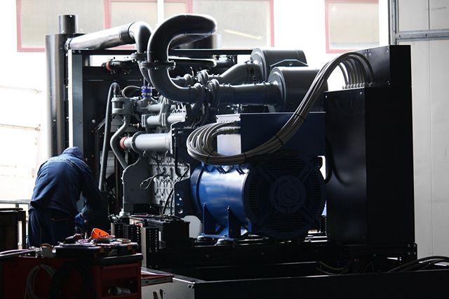 A #generator is being born...⠀ #kva #power #madeinitaly #generators #generatori #generadores #gensets #powergenerators #gruposelectrogenos #groupeelectrogenes #gruppielettrogeni #perkins #meccalte #power #electricity #diesel #generatingset #generatore  #sardegna #генератор #גנרטור # مولد كهرباء #เครื่องกำเนิดไฟฟ้า #Generatorsatz #Erzeugungssatz #gerador #jeneratör #γεννήτρια #发电机组