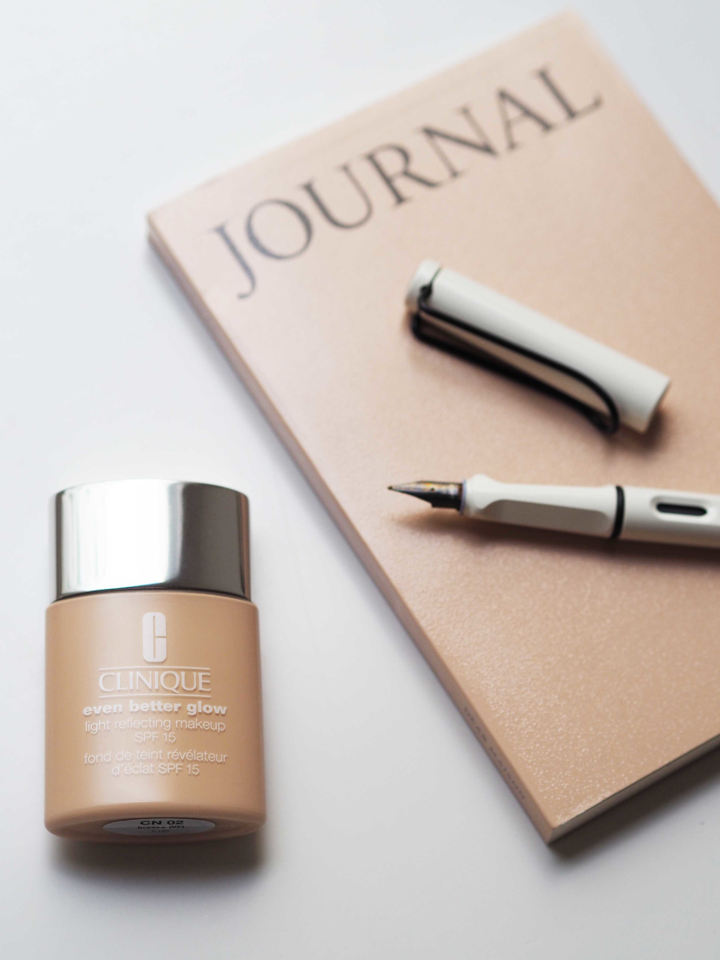 CLINIQUE'S even better glow foundation | picture by birdsneverbored.com