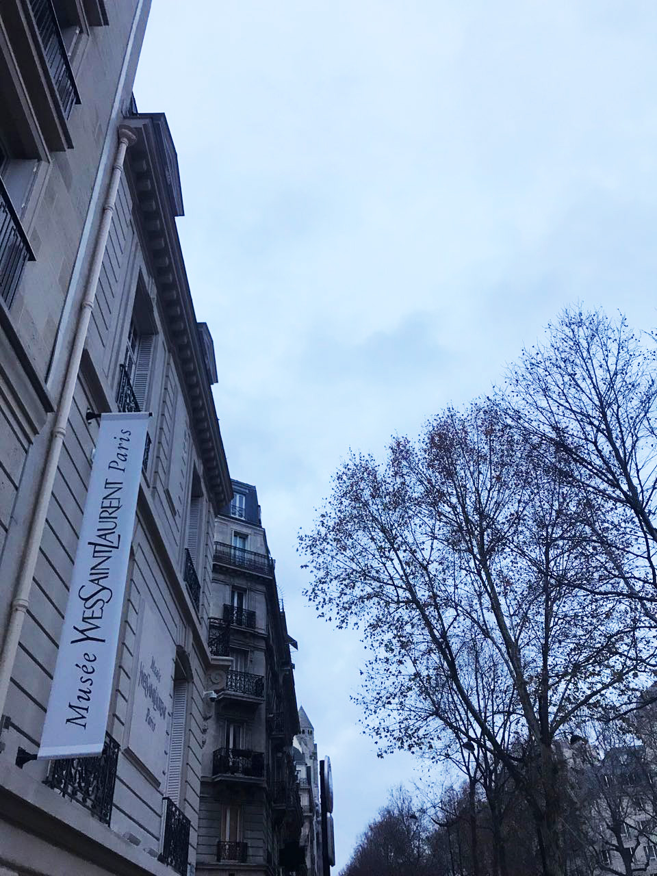 Bonjour - We couldn't stay away for long and decided to visit the exhibtion - could there be a better excuse for a weekend in beautiful Paris?
