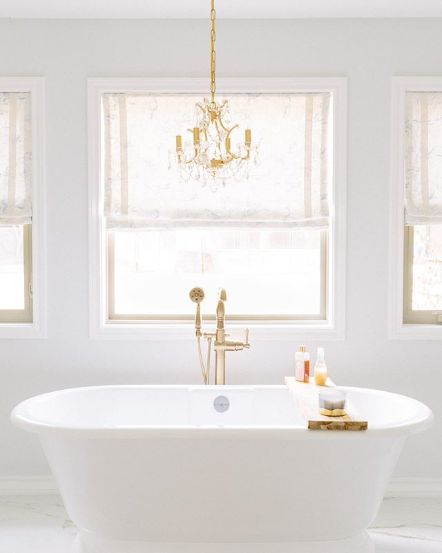 A bath lover's dream! I love the way the light filters through these toile shades. Photograph by @jenmburner