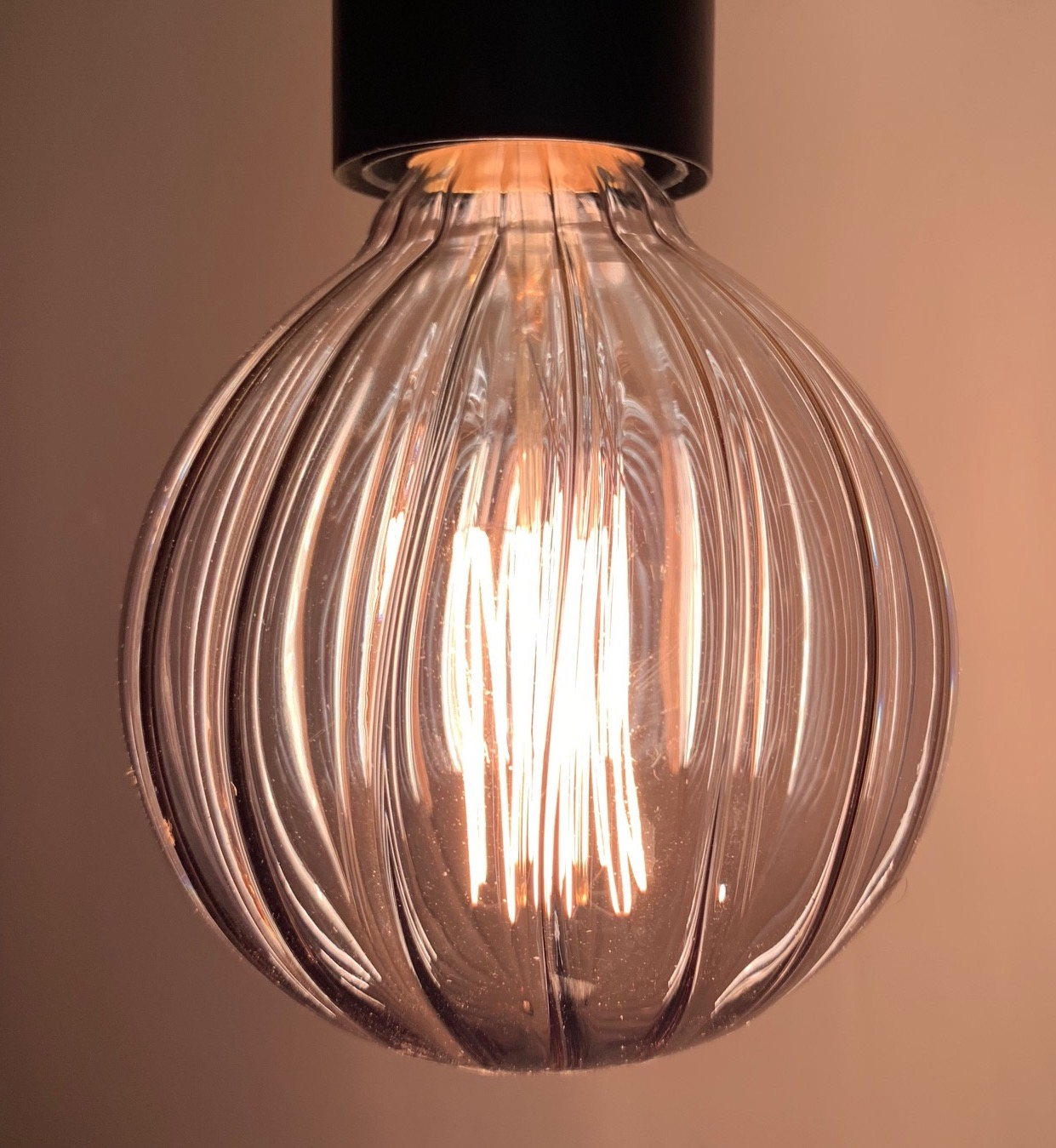 IN STORE ONLY: GREY GROOVE CUT E27 SCREW FILAMENT BULB £6.50