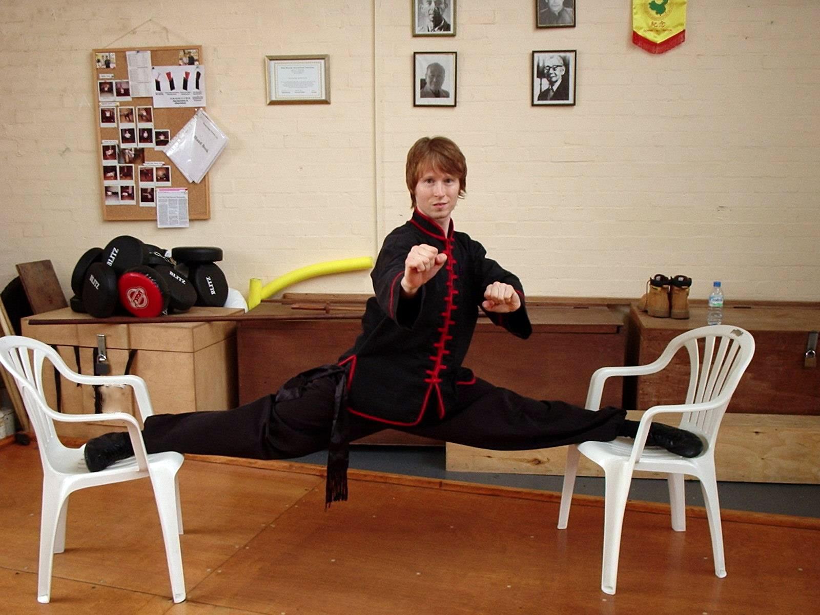 Niel Willcott splits Norwich kung fu.jpg