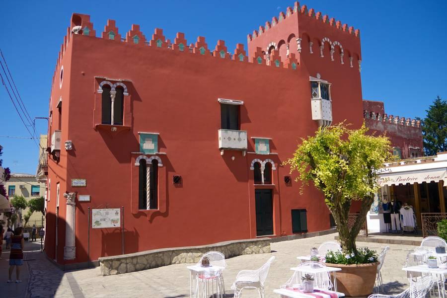 La Casa Rossa (courtesy of Capri.net)