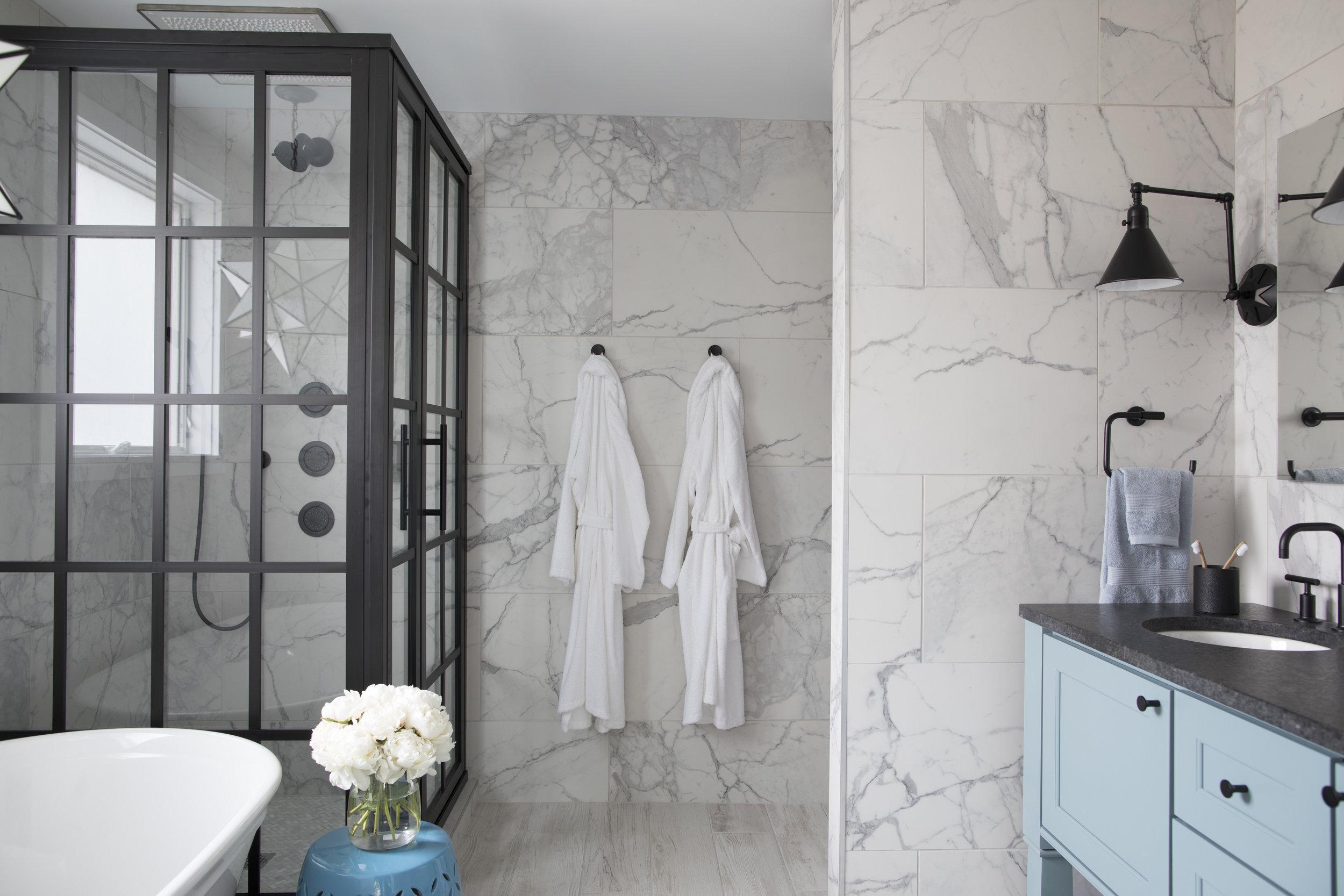 uo2018_master-bath-14-shower-vanity-tub-wide_IMG_0862_h.jpg