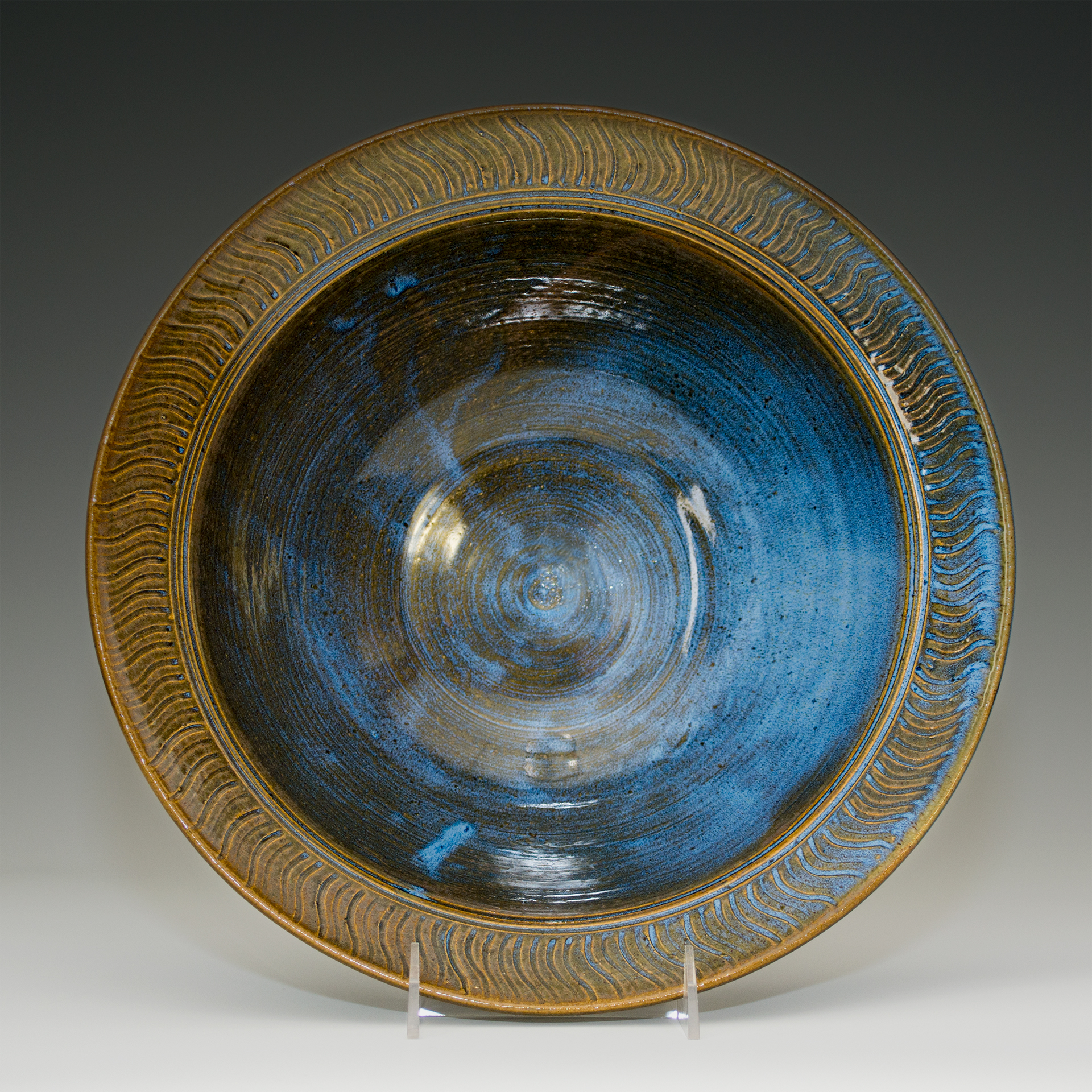 Serving Bowl with Textured Rim
