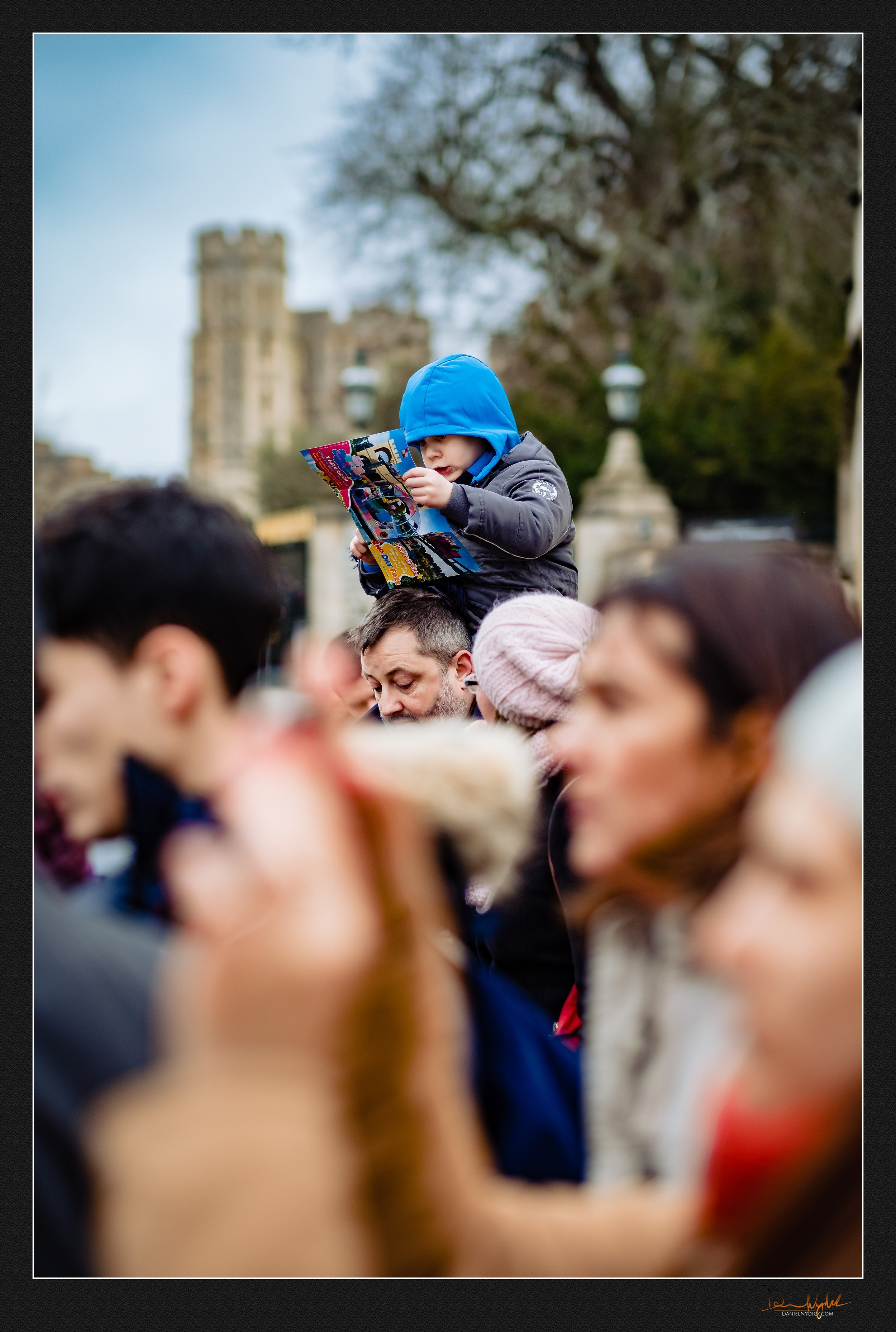 small child reading map, windsor castle